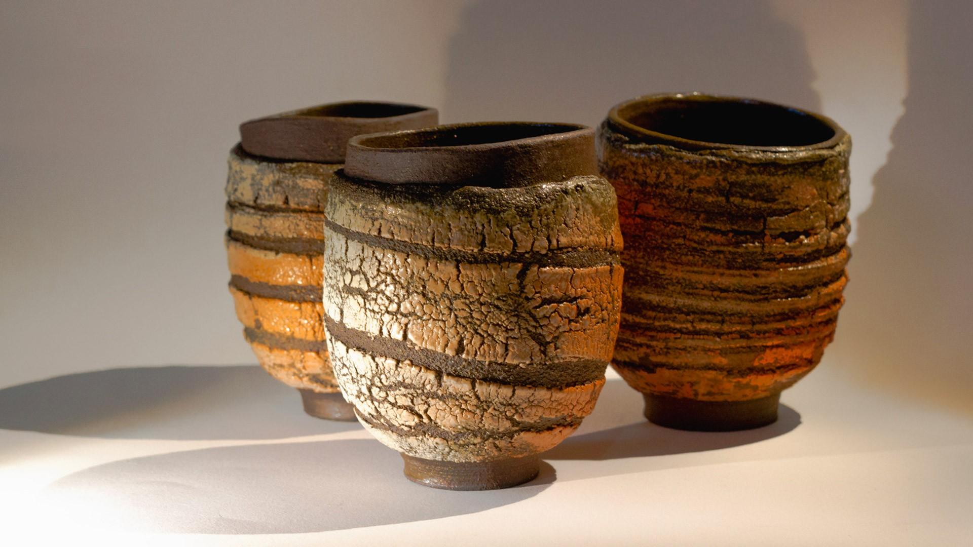 Les mugs en grès noir
